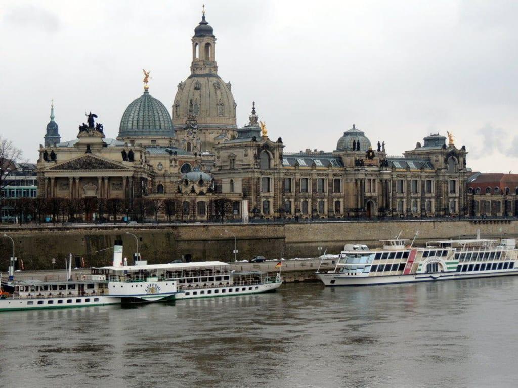 Bild Blick Uber Die Elbe Auf Dresden Zu Bruhlsche Terrasse In Dresden