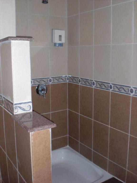 bild moderne begehbare dusche im haupthaus zu hotel beach albatros resort spa in hurghada. Black Bedroom Furniture Sets. Home Design Ideas