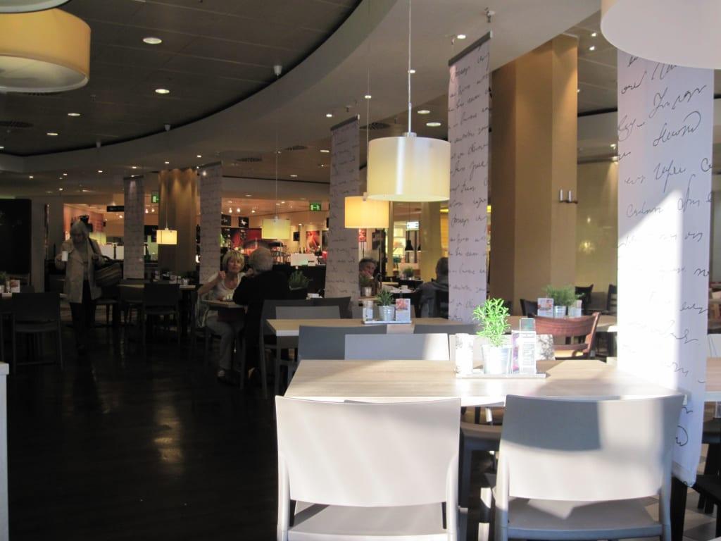 Bild restaurant dinea im 4 obergescho zu galeria for Galeria stuttgart