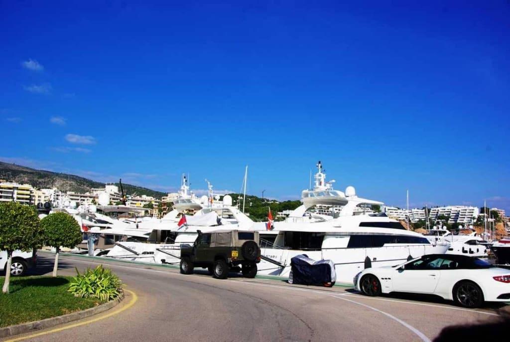 Bild Yachten Mit Autos Zu Yachthafen Puerto Portals In Portals Nous