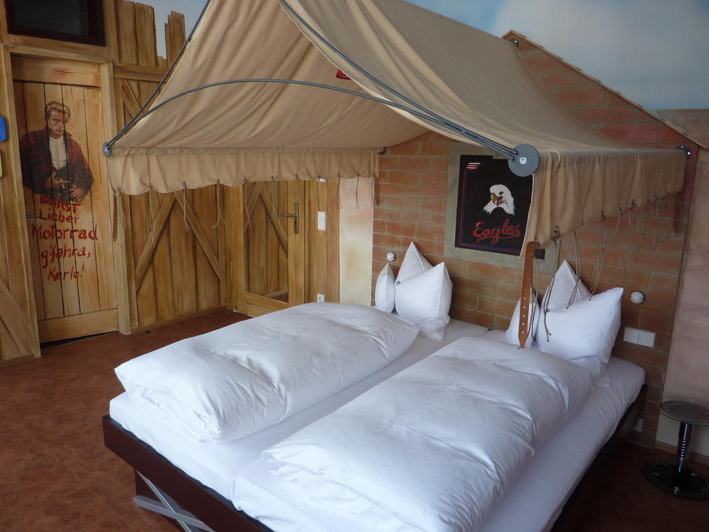 bild route 66 zu v8 hotel motorworld region stuttgart in b blingen. Black Bedroom Furniture Sets. Home Design Ideas
