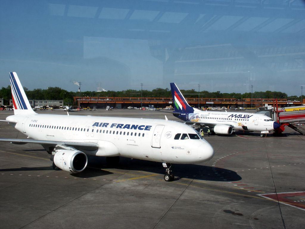 Bild flughafen tegel vorfeld zu flughafen berlin tegel for Flughafen tegel