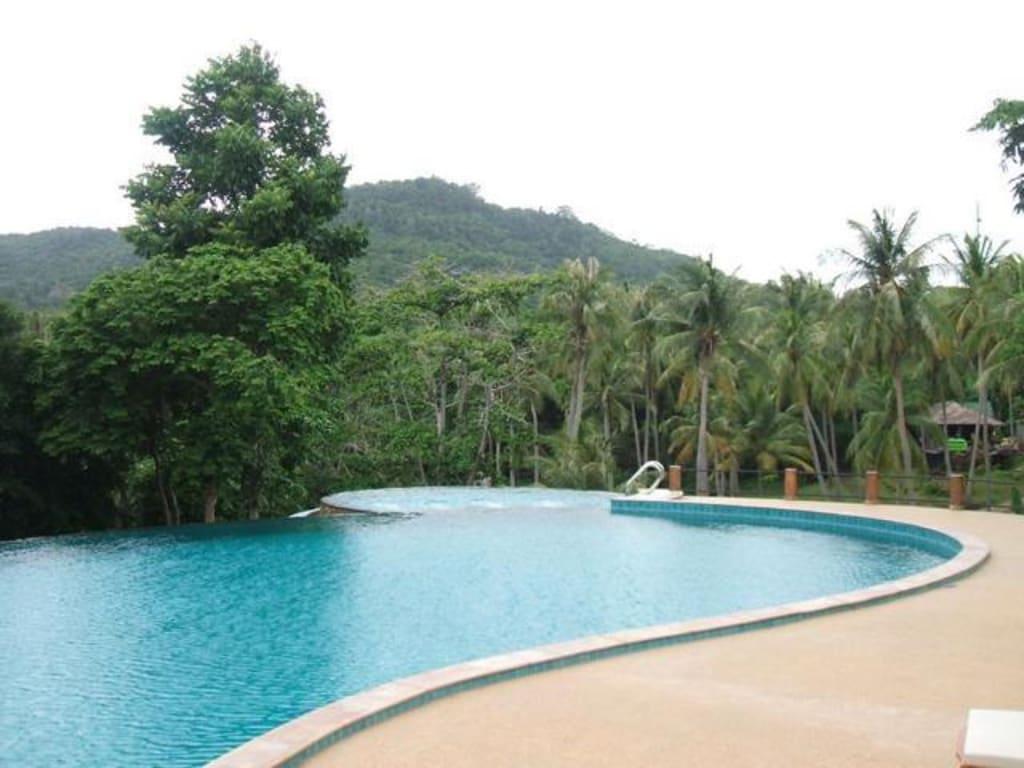 bild pool am hang zu hotel ban raya resort spa in racha island. Black Bedroom Furniture Sets. Home Design Ideas