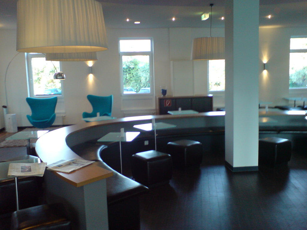 bild mal stylisch fr hst cken zu motel one frankfurt airport in frankfurt am main. Black Bedroom Furniture Sets. Home Design Ideas