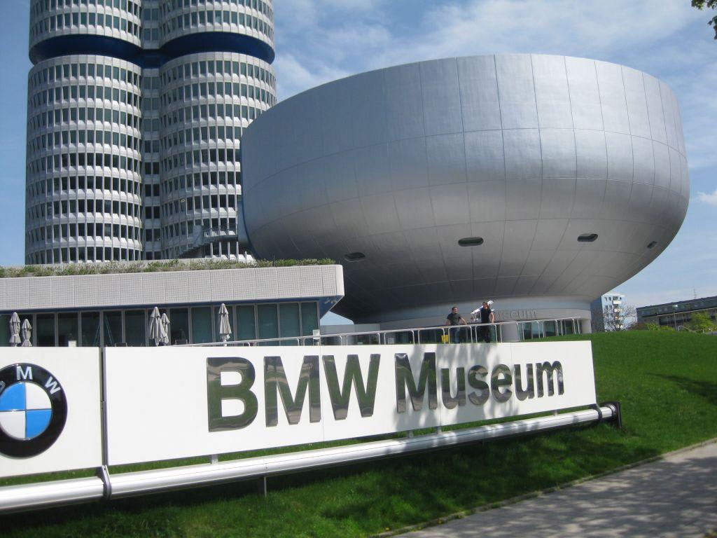 bild bmw museum zu bmw museum in m nchen. Black Bedroom Furniture Sets. Home Design Ideas