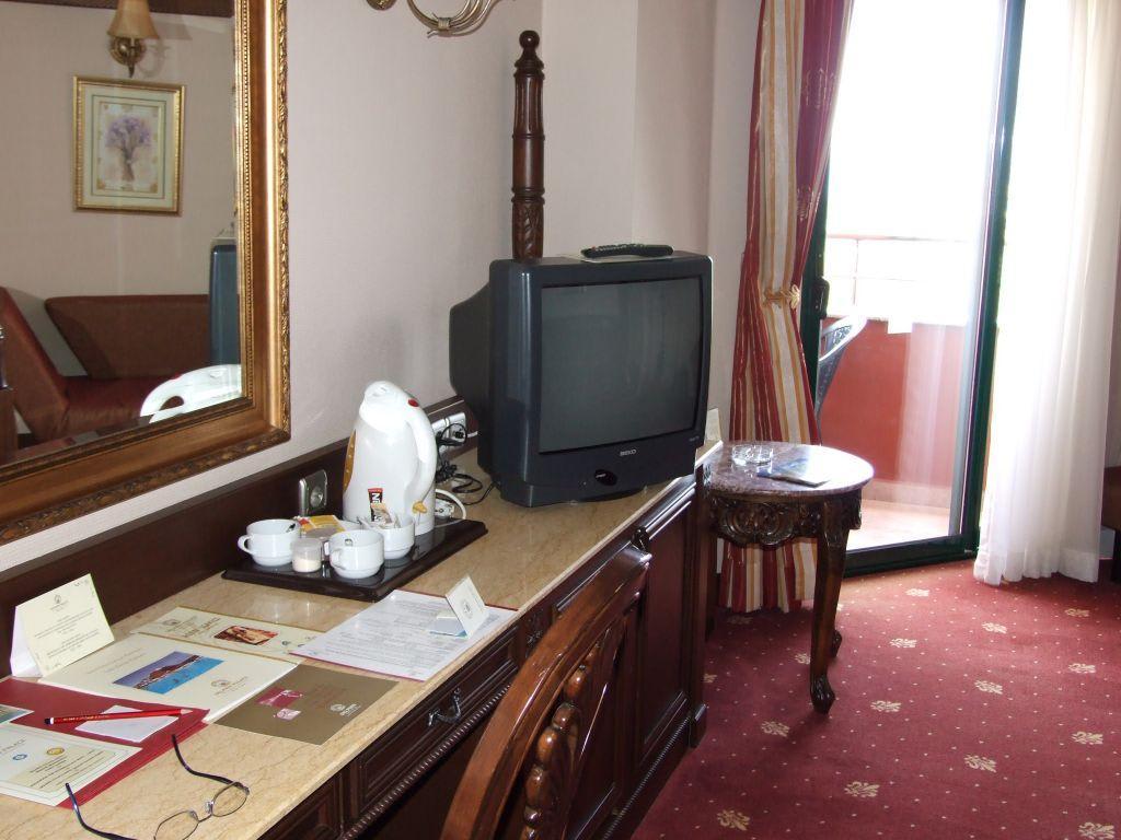 Bild Zimmer mit Wasserkocher zu Hotel Delphin Palace in Lara