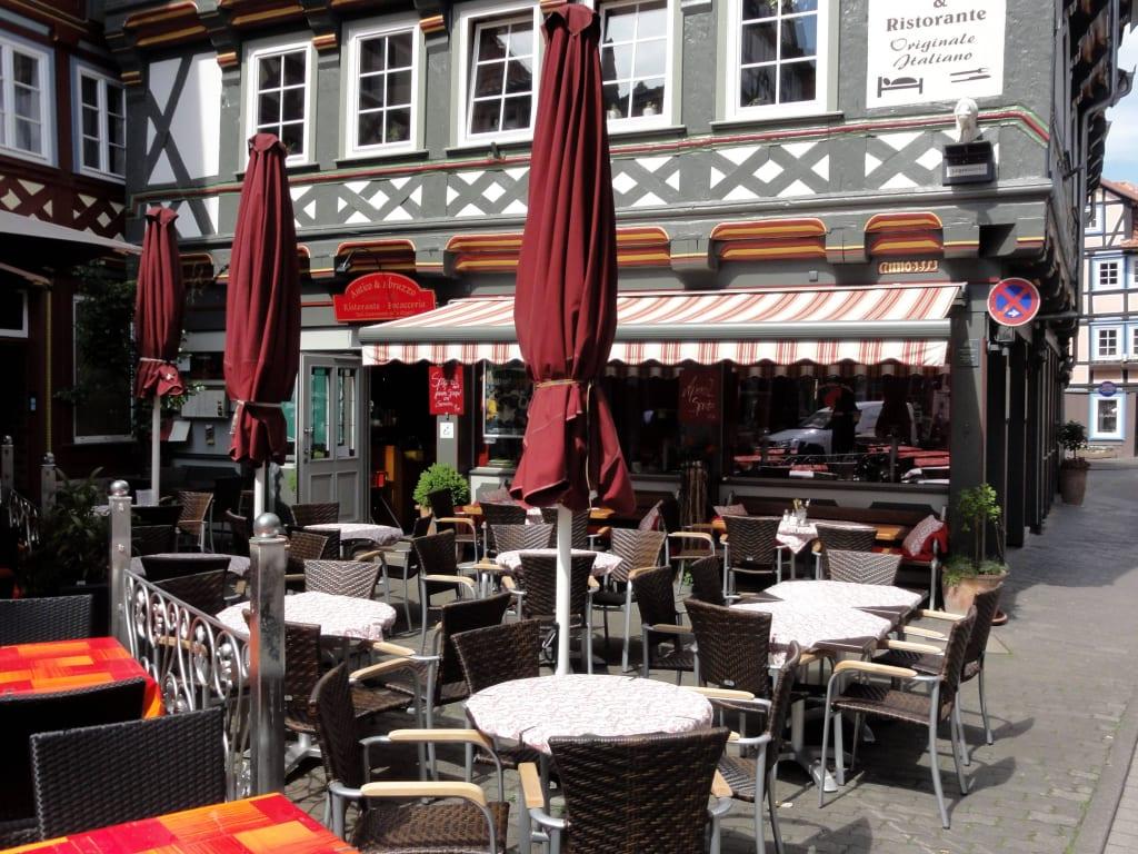 """Bild """"Terrassenplätze vor dem Restaurant"""" zu Restaurant ..."""