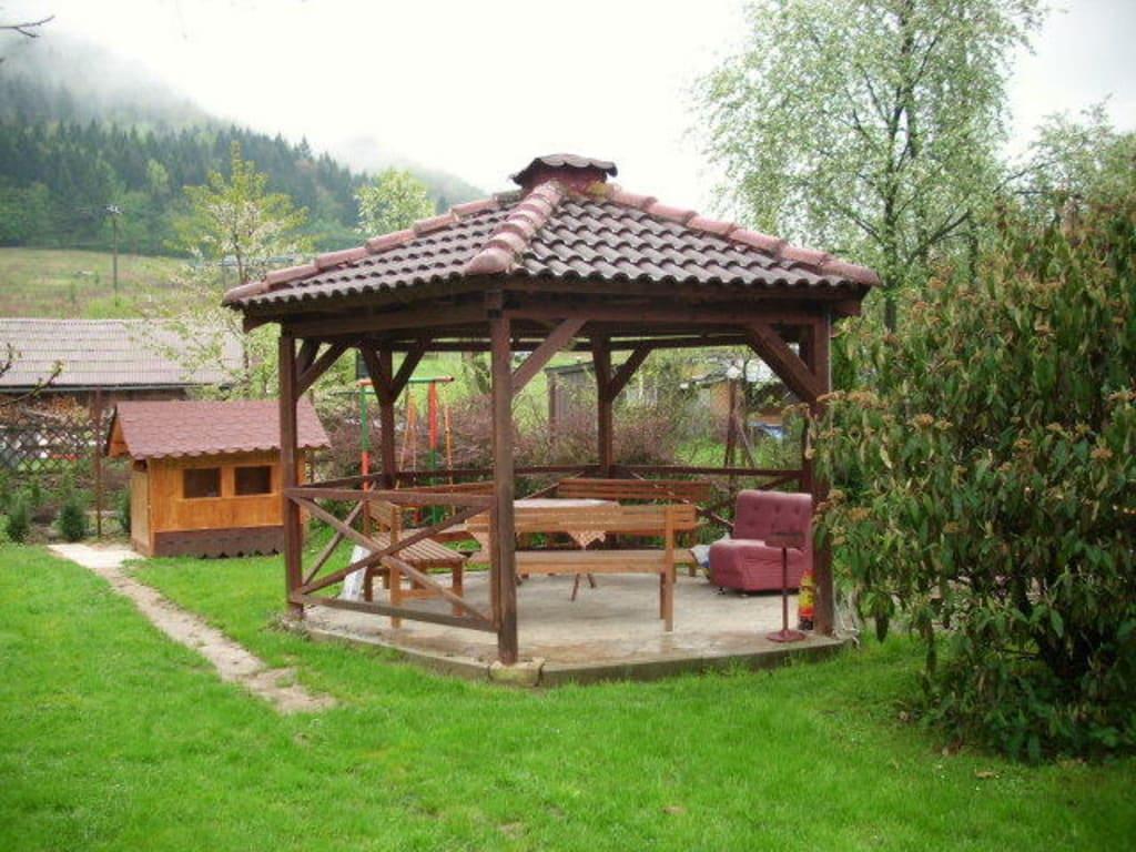 Bild grillpavillon zu penzi n pod hradom in lietava for Grill pavillion
