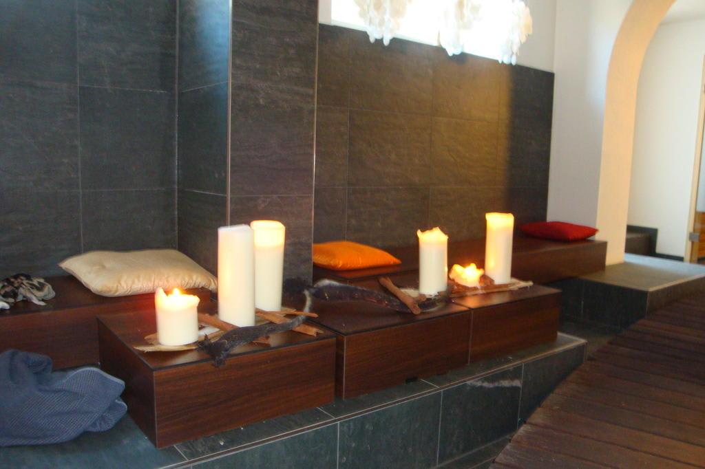 Bild romantischer wellnessbereich zu alpen karawanserai for Alpen design hotel