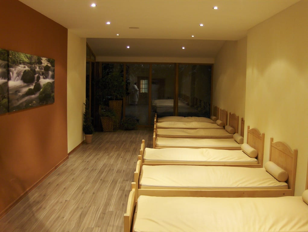 bild wellnessbereich ruheraum mit wasserbetten zu wellness sporthotel ratschings in. Black Bedroom Furniture Sets. Home Design Ideas