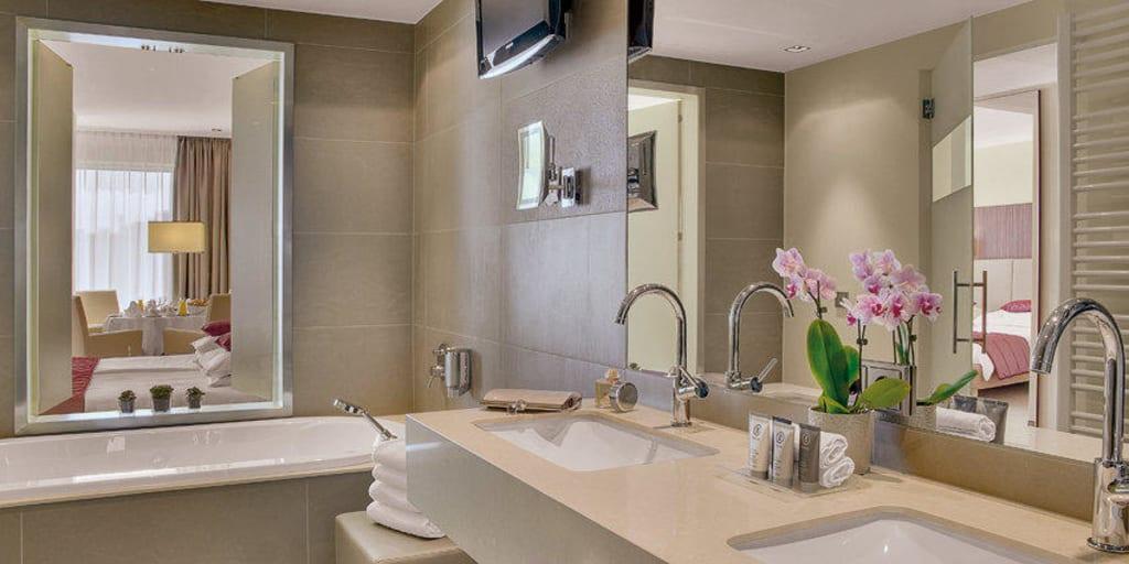 bild executive junior suite badezimmer neu ab 2011 zu austria trend hotel schillerpark linz in. Black Bedroom Furniture Sets. Home Design Ideas