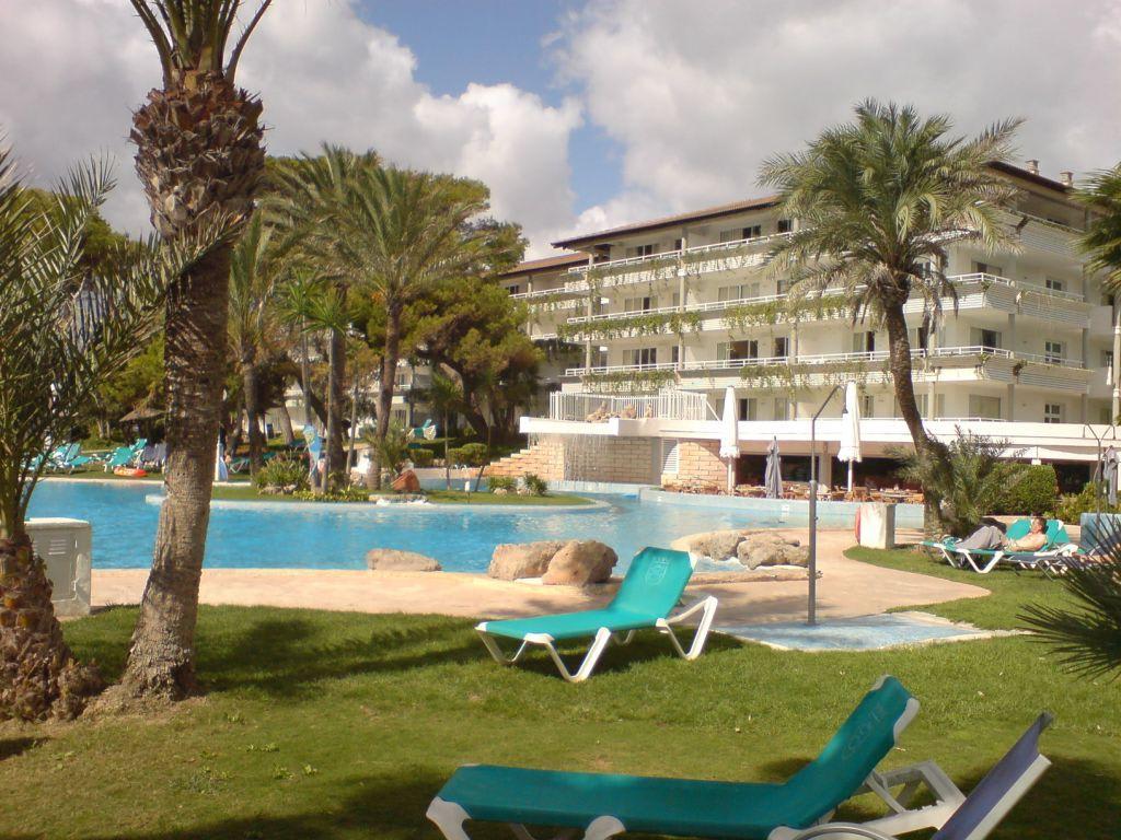 bild pool mit wasserfall im hintergr das esp park zu aparthotel esperanza park in playa. Black Bedroom Furniture Sets. Home Design Ideas