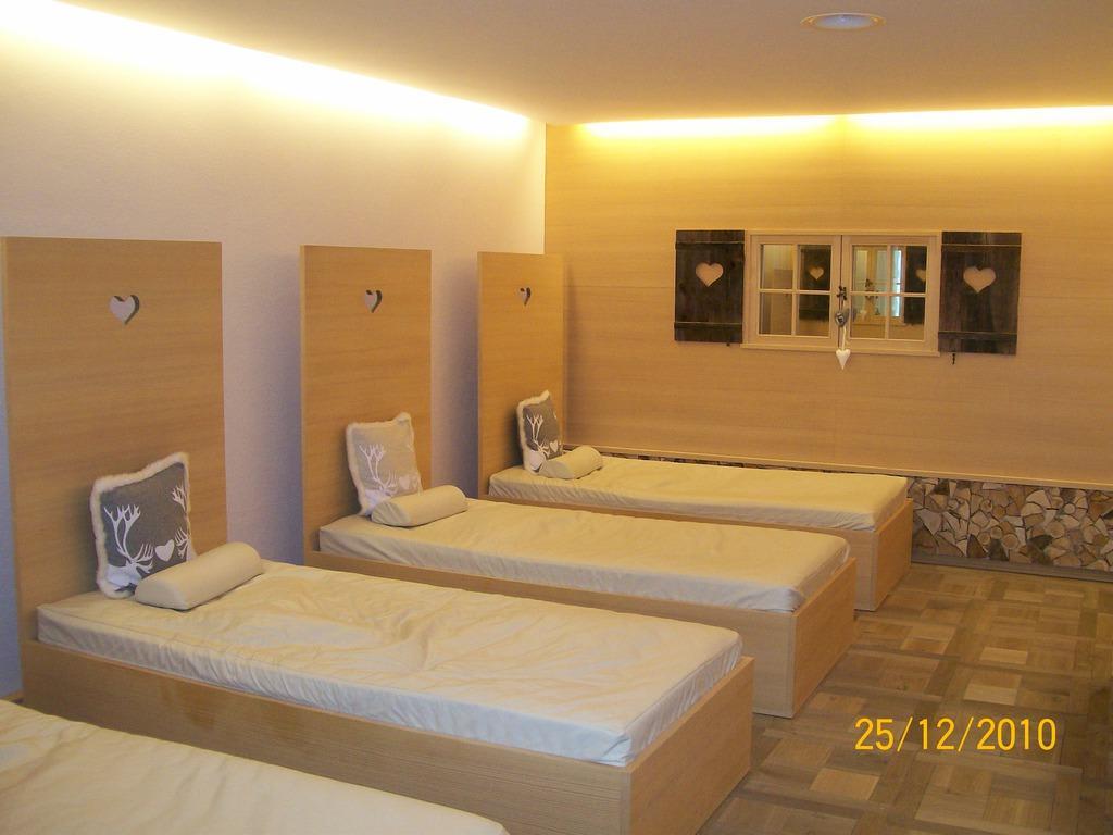 bild wasserbetten im ruheraum des saunabereiches zu hotel tannenhof in weiler simmerberg. Black Bedroom Furniture Sets. Home Design Ideas