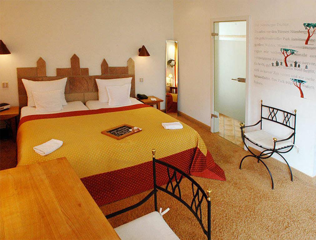 bild junior suite ritter eppelein zu hotel drei raben in n rnberg. Black Bedroom Furniture Sets. Home Design Ideas
