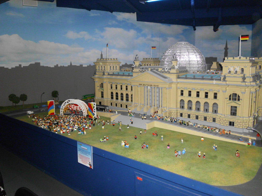 bild reichstagsgeb ude aus lego zu legoland discovery centre in berlin friedrichshain kreuzberg. Black Bedroom Furniture Sets. Home Design Ideas