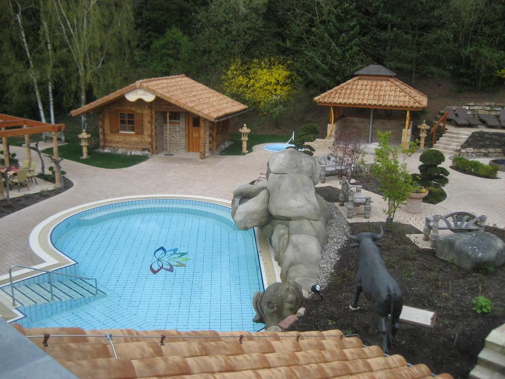bild aussenanlage saunabereich zu b der park hotel sieben welten therme spa resort in fulda. Black Bedroom Furniture Sets. Home Design Ideas
