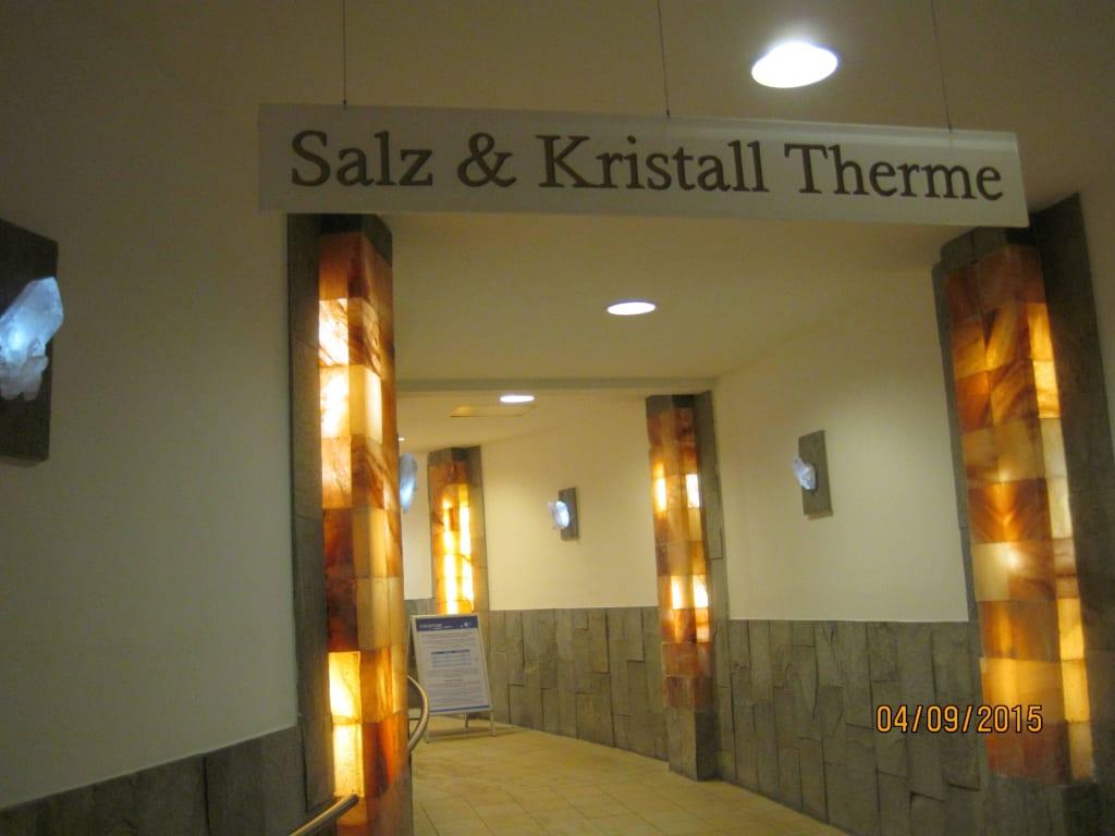 bild durchgang spa bad zur therme zu erlebnisbad miramar in weinheim. Black Bedroom Furniture Sets. Home Design Ideas