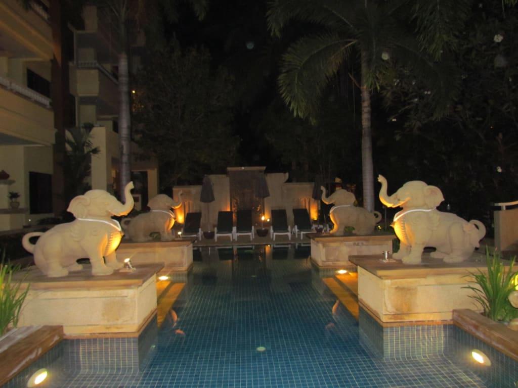 Kinderpool bei Nacht Bilder Poolanlage Hotel Busakorn Wing & Holiday Inn Resort