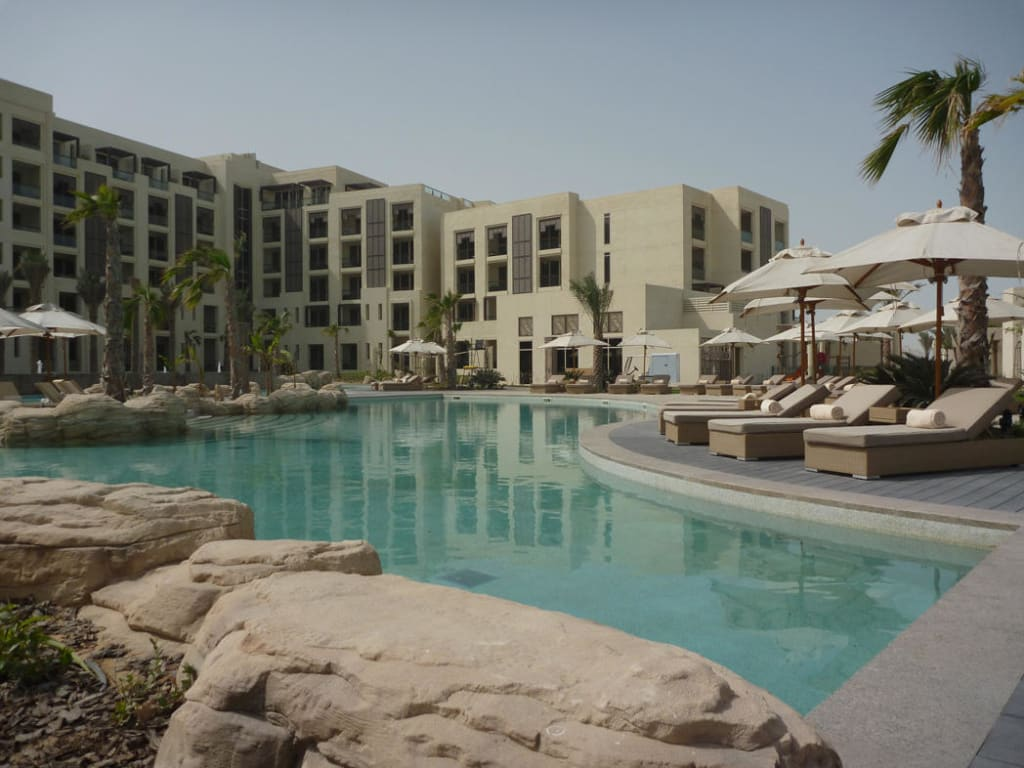 bild pool 120cm tief zu park hyatt abu dhabi hotel villas in abu dhabi. Black Bedroom Furniture Sets. Home Design Ideas