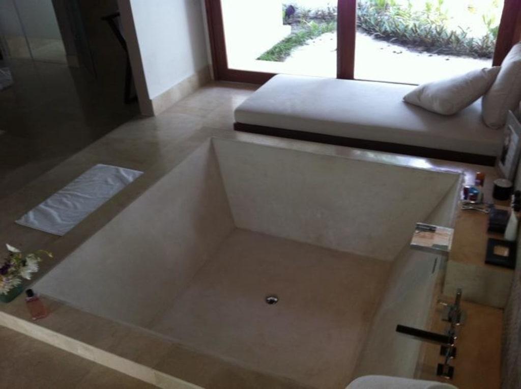 bild gro e badewanne 2 x 2 meter zu jumeirah. Black Bedroom Furniture Sets. Home Design Ideas