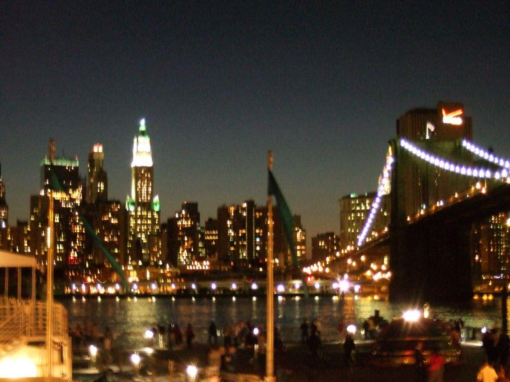 bild new york bei nacht mit brooklyn bridge zu brooklyn bridge in new york brooklyn. Black Bedroom Furniture Sets. Home Design Ideas