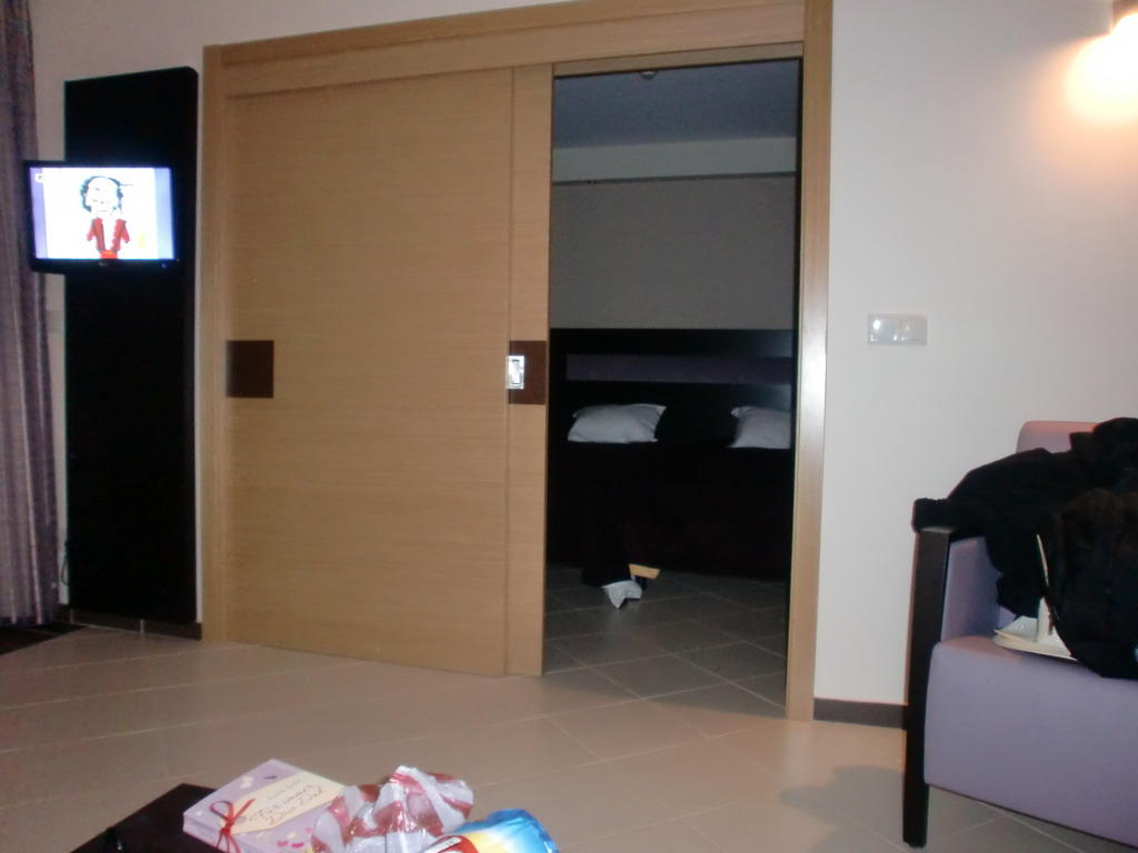 bild schiebet r zum schlafzimmer zu hotel areias village in albufeira. Black Bedroom Furniture Sets. Home Design Ideas