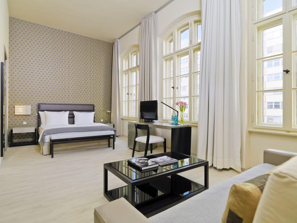 bild junior superior loft zu hotel h10 berlin ku 39 damm in berlin charlottenburg wilmersdorf. Black Bedroom Furniture Sets. Home Design Ideas