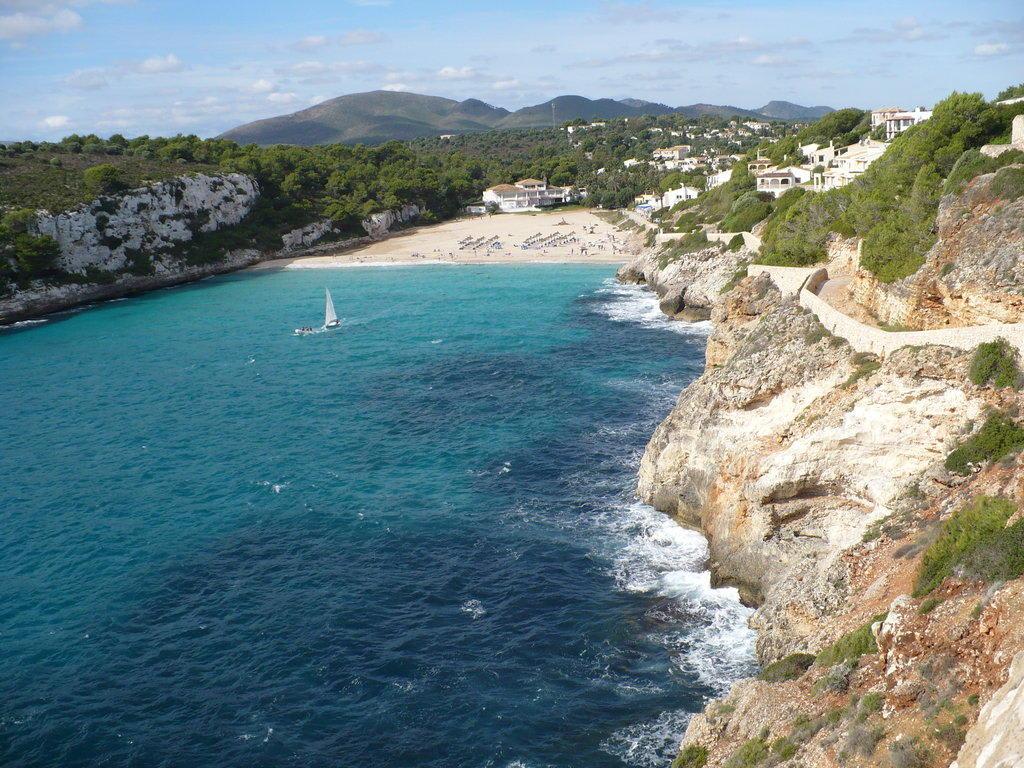 Bild cala romantica ausblick zum strand und hotel zu for Designhotel mallorca strand