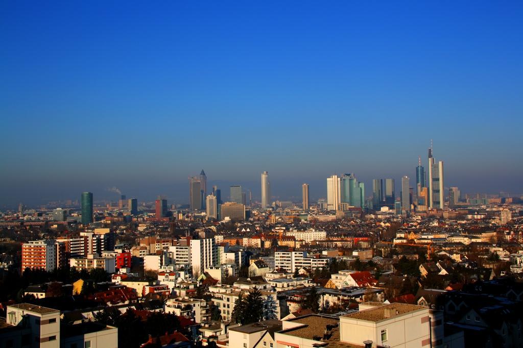 Frankfurt Hotel Skyline Blick Wellness