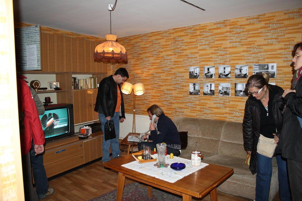 Bild Typische Wohnzimmer Zu DDR Museum Karl Liebknecht Str 1 In Berlin Mitte