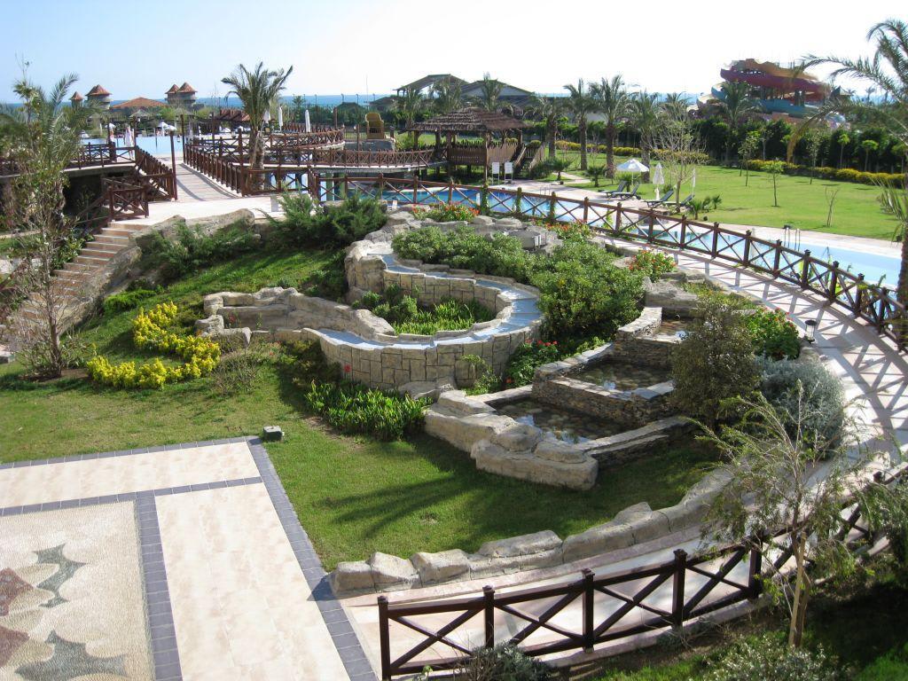 bild gartenanlage mit pool zu hotel sherwood breezes resort in lara. Black Bedroom Furniture Sets. Home Design Ideas