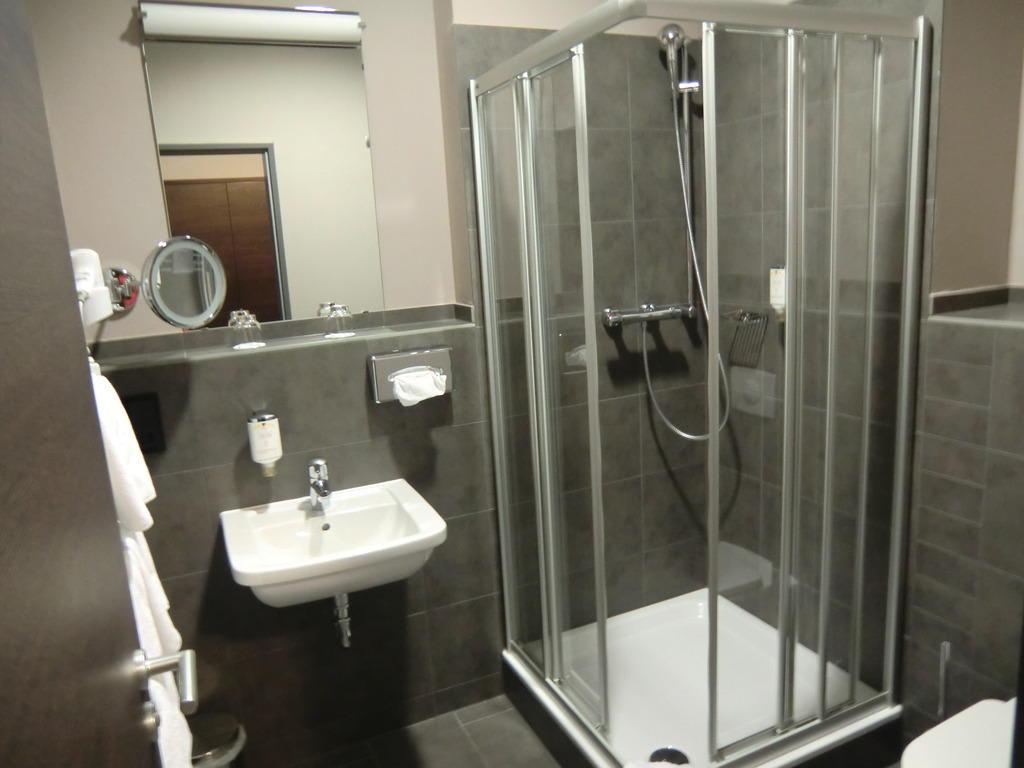 Bild schönes bad ohne wanne zu schlosshotel blankenburg in