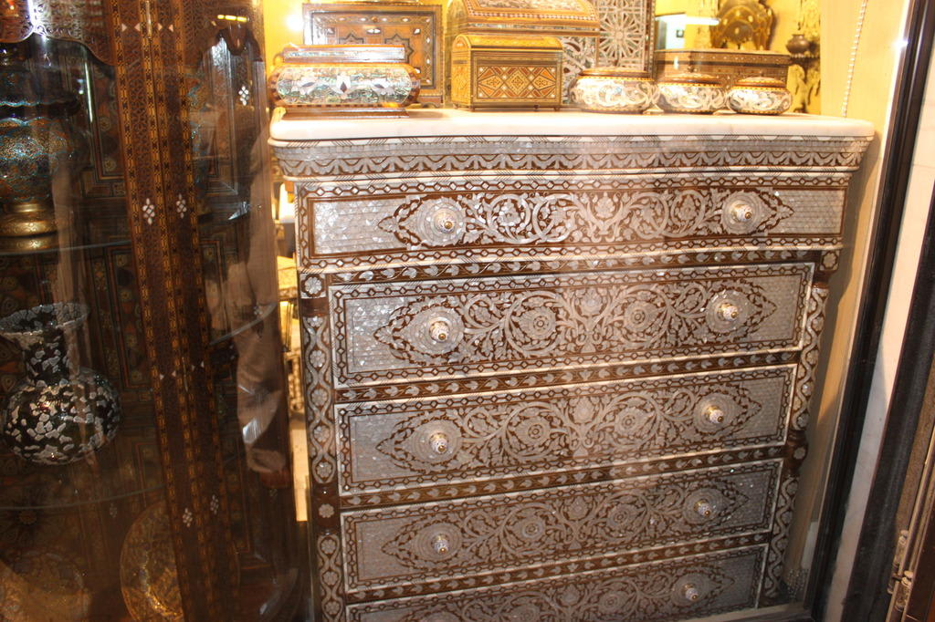 bild sehr sch ne orientalische m bel zu bazar in damaskus. Black Bedroom Furniture Sets. Home Design Ideas