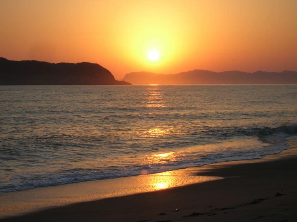 bild strand sonnenaufgang zu apladas beach hotel in. Black Bedroom Furniture Sets. Home Design Ideas