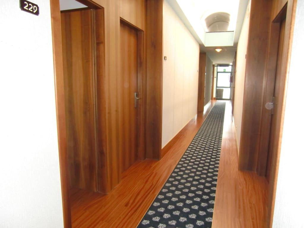 bild flurbereich neue bodenbel ge zu park hotel oasi in garda. Black Bedroom Furniture Sets. Home Design Ideas