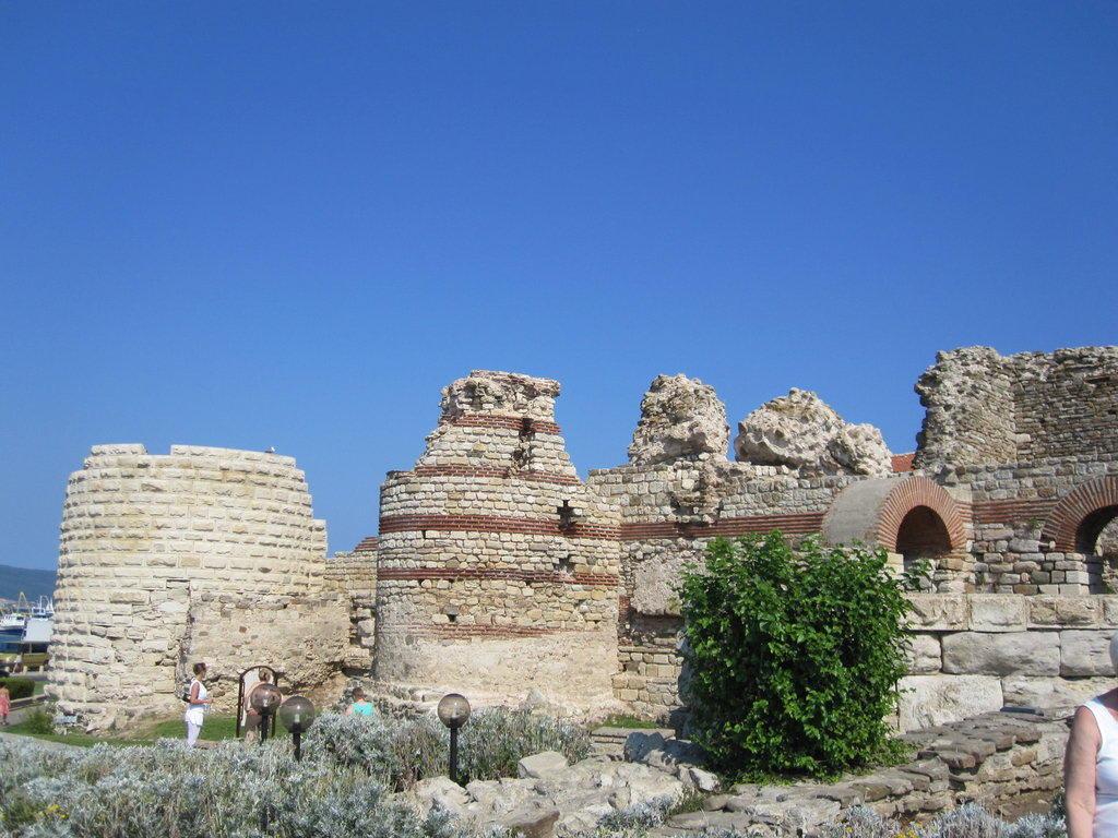 Historic sites (castle, palace, ruins, etc.)