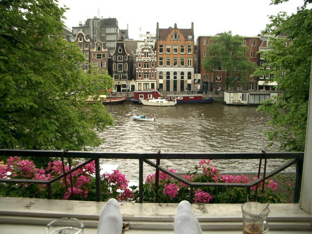 bild sch ne aussicht mit socken zu hotel amsterdam house eureka in amsterdam. Black Bedroom Furniture Sets. Home Design Ideas