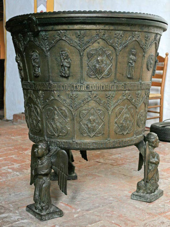 Taufbecken Bilder Tempel/Kirche/Grabmal Kirche St. Laurentius