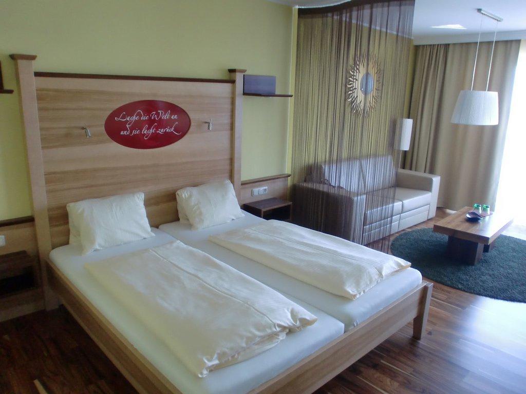 bild feng shui suite zimmer 201 zu revita hotel kocher in st agatha. Black Bedroom Furniture Sets. Home Design Ideas