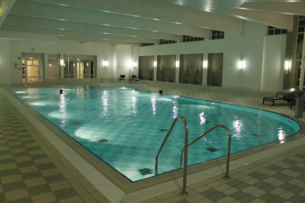bild schwimmbad im haus 5 vom hapimag resort binz zu hapimag resort binz in binz auf r gen. Black Bedroom Furniture Sets. Home Design Ideas