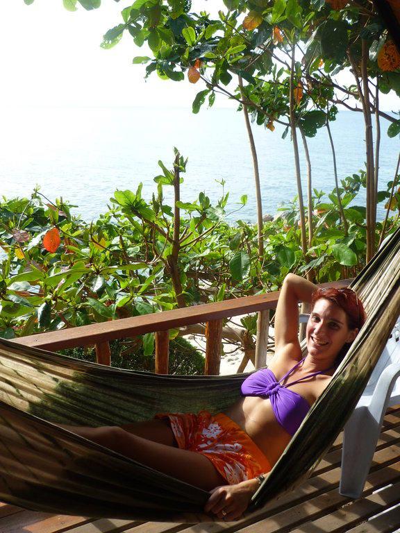 bild h ngematte auf dem balkon zu hotel lucky resort in. Black Bedroom Furniture Sets. Home Design Ideas