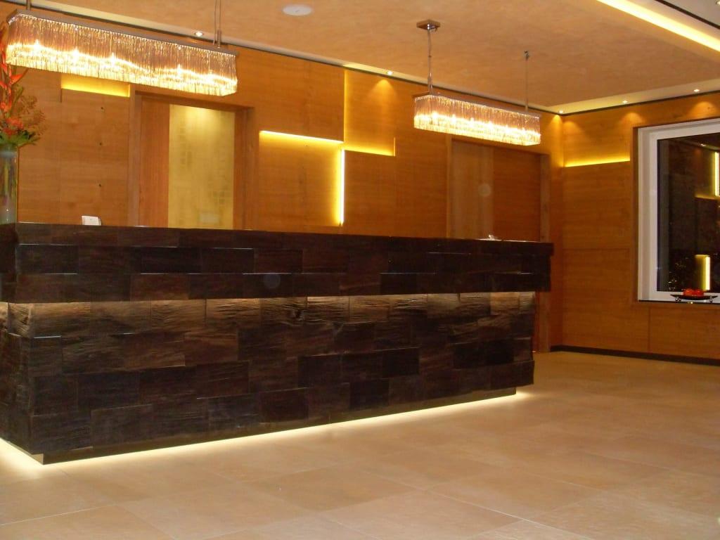 bild rezeption zu kaisergarten hotel spa deidesheim in deidesheim. Black Bedroom Furniture Sets. Home Design Ideas