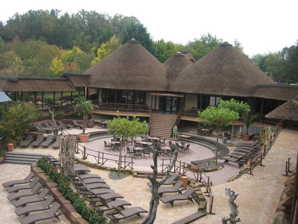bild afrika lodges zu b der park hotel sieben welten therme spa resort in fulda. Black Bedroom Furniture Sets. Home Design Ideas