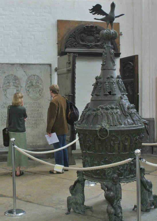 Das 3 m hohe Taufbecken Bilder Tempel/Kirche/Grabmal Marienkirche