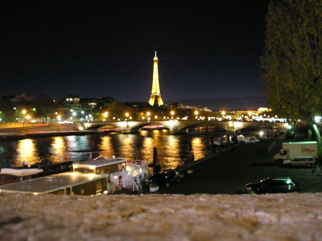 bild paris bei nacht zu seine in paris. Black Bedroom Furniture Sets. Home Design Ideas