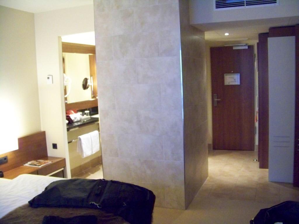 """Hotel Hamburg Dusche Im Zimmer : Bild """"Dusche im Raum"""" zu Lindner Hotel Am Michel in Hamburg"""