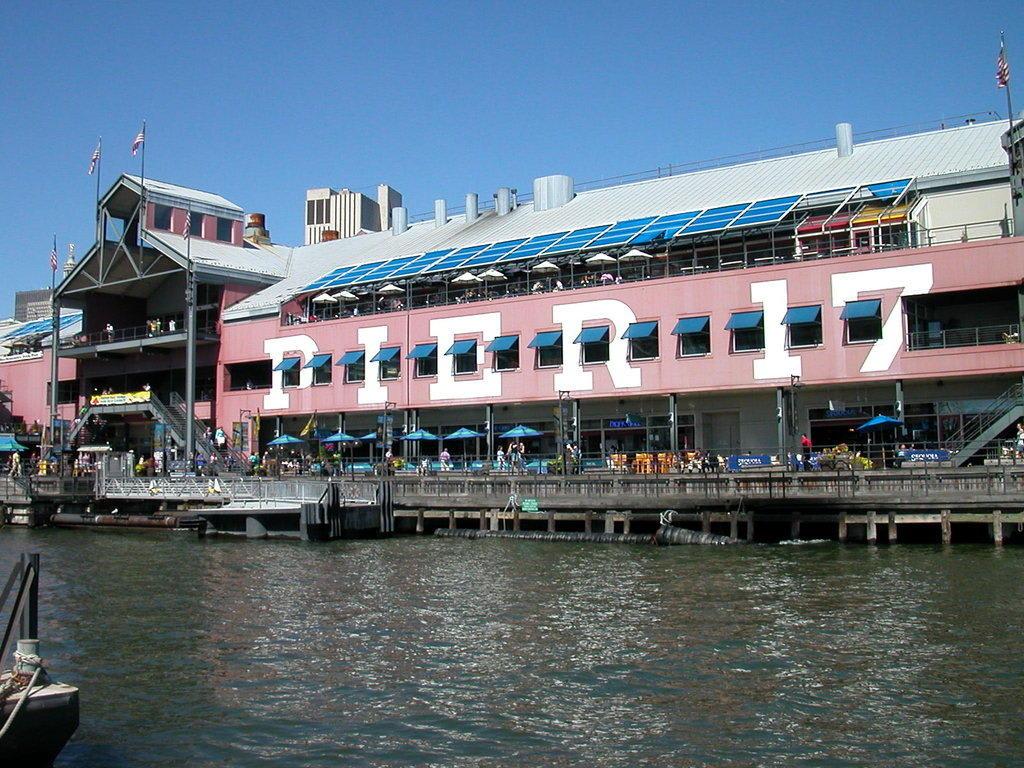 Bild geb ude pier 17 zu pier 17 in new york manhattan for Pier hotel new york