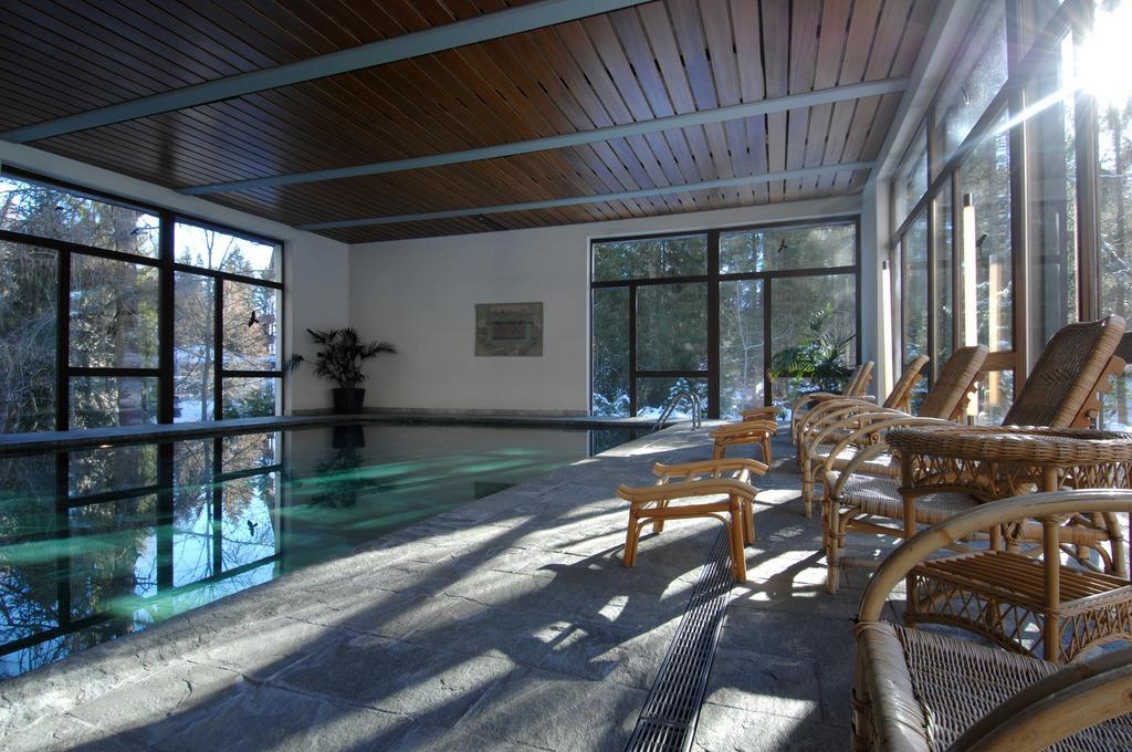 bild schweizerhof flims pool mit granderwasser zu romantik hotel schweizerhof in flims. Black Bedroom Furniture Sets. Home Design Ideas