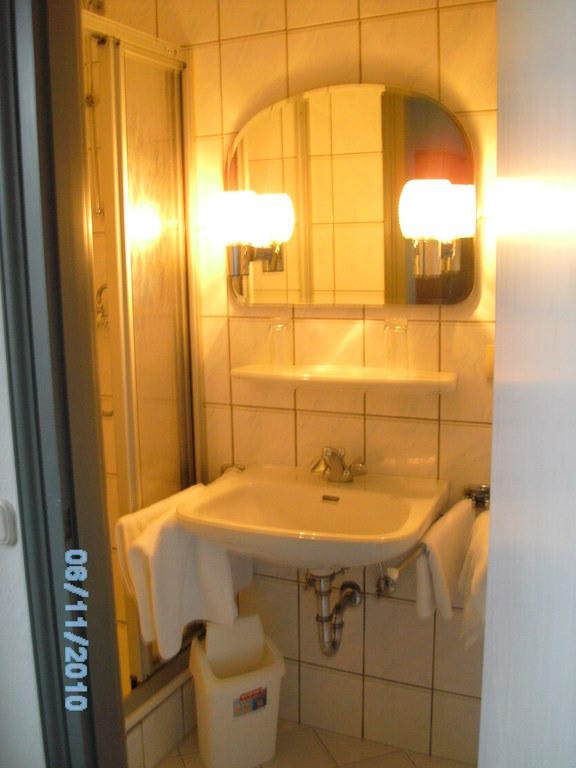 badezimmer auf 3 quadratmeter badezimmer blog. Black Bedroom Furniture Sets. Home Design Ideas