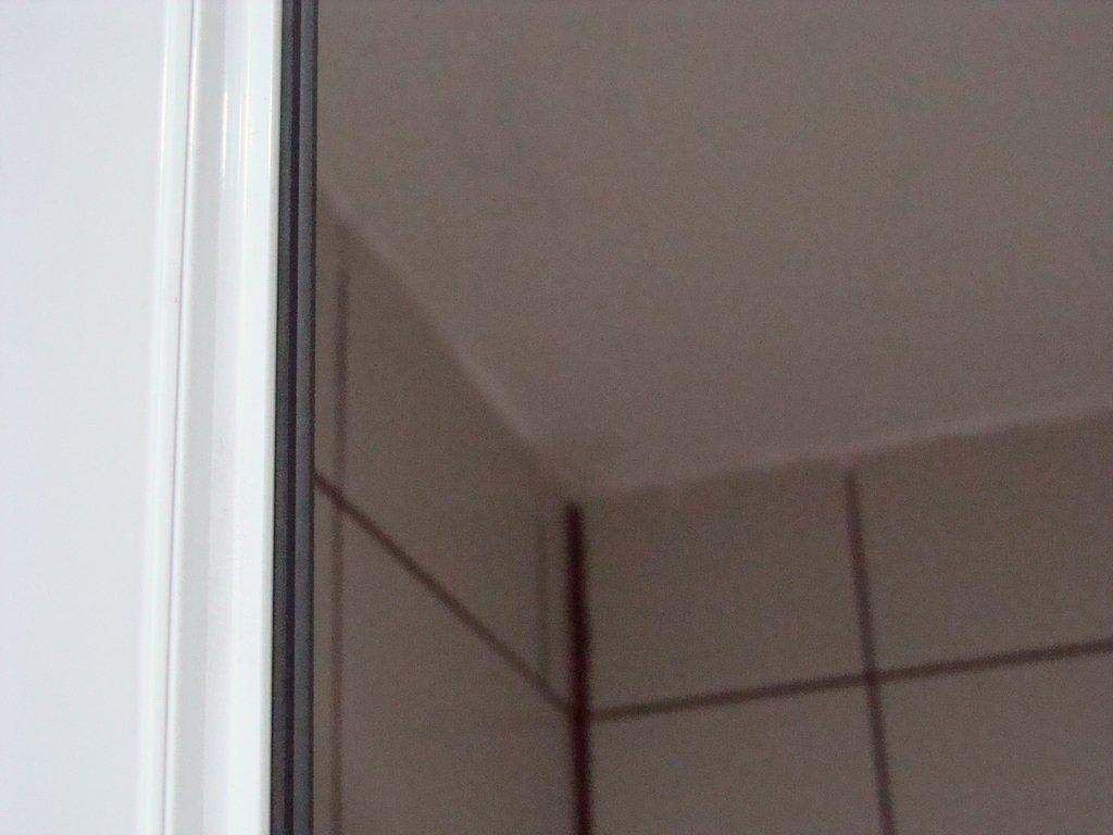 bild schimmel in jeder wand ecke i bad zu hotel marmaris. Black Bedroom Furniture Sets. Home Design Ideas